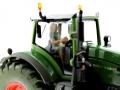 Siku 10327900403 - Fendt 939 mit Maisschiebeschild holaras - Eurotier 2014 Faherin