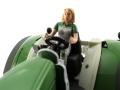 Siku 10327900403 - Fendt 939 mit Maisschiebeschild holaras - Eurotier 2014 Sitz mit Fahrerin