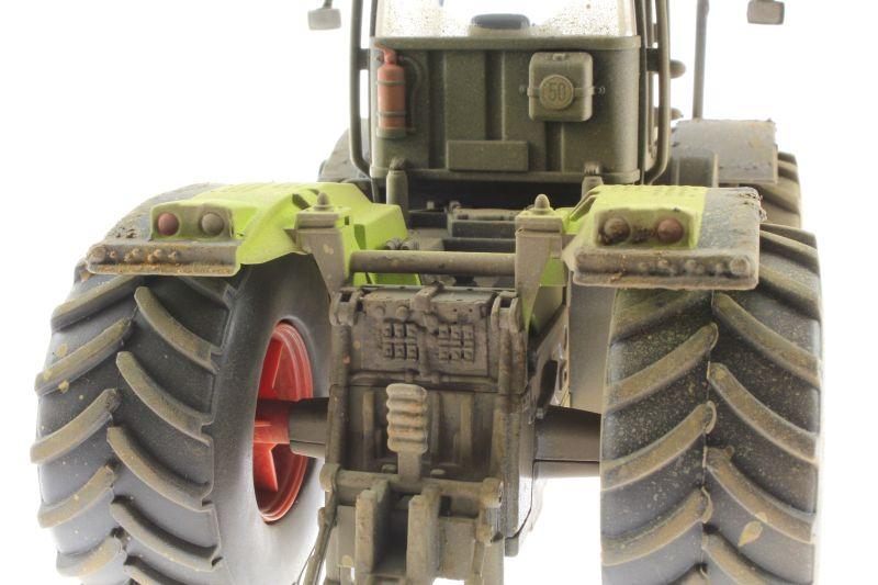 Siku 3271 - Claas Xerion 5000 Verschmutzt hinten nah