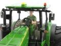 Siku 327200403 - John Deere 8360R mit Breitreifen - Sondermodell Agritechnica 2015 Fahrer