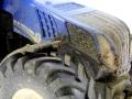 Siku 3273 – New Holland T8.390 verschmutzt vorne nah