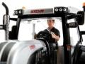 Siku 3283zlf - Steyr 6230 CVT Blackline ZLF 2016 Fahrer vorne