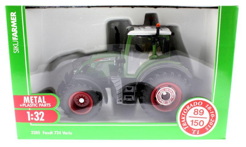 Siku 3285 Traktorado 2015 - Fendt 724 Vario Karton vorne