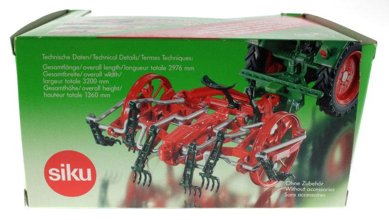 Siku 3480 - Gabelheuwender Karton hinten