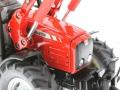Siku 3653 - Traktor Massey Ferguson mit Frontgabel Motor nah