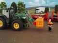 Siku Control 3661 - Anbaugeräte an Siku Control 32 John Deere 7R - Arbeitskorb mit Forstarbeiter