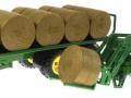Siku 3862 - John Deere 6820 mit Frontlader und Rundballenanhänger Nebeneinander