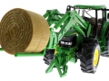 Siku 3862 - John Deere 6820 mit Frontlader und Rundballenanhänger Traktor unten vorne links