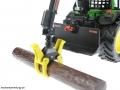 Siku 4063 - John Deere Forsttraktor Baum