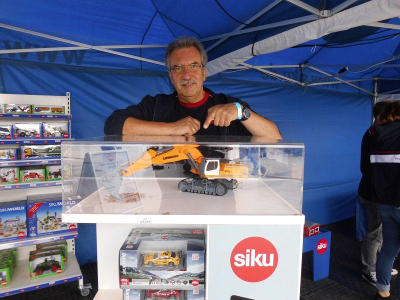 Siku 6740 - Liebherr R980 SME Raupenbagger Control 32 - MASRO