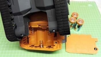 Fahrer Figur Einbau für den Siku Liebherr Bagger 6740 Batteriefach
