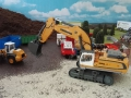 Siku Control 32 Liebherr Bagger auf der Baustelle