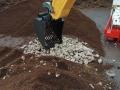 Siku Control 32 Liebherr Bagger mit Sieb-Schaufel nah