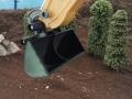 Siku Control 32 Liebherr Bagger mit Humus-Schaufel nah