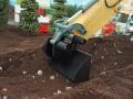 Siku Control 32 Liebherr Bagger zieht Erde ab