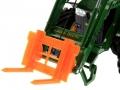 Palettengabel Orange für Siku-6777 John Deere 7R mit Frontlader Control 32 nah