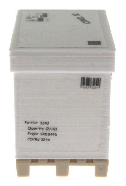 Treckerheld Versandkarton auf Palette Weiss rechts