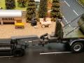 Siku Volvo LKW mit Anhänger 20 Fuss Container Oliv Grün nah