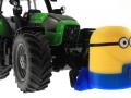 Frontgewicht Minion an Deutz-Fahr Traktor vorne rechts nah