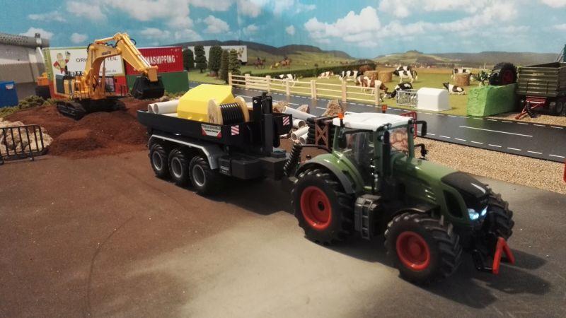 Mulden Container und Zubehör für Siku Hakenlift 6786 - Schwarze Mulde mit Fendt vorne links