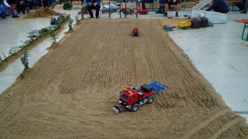Traktorado 2014 in Husum - Ferngestuerte Traktoren beim Grubern