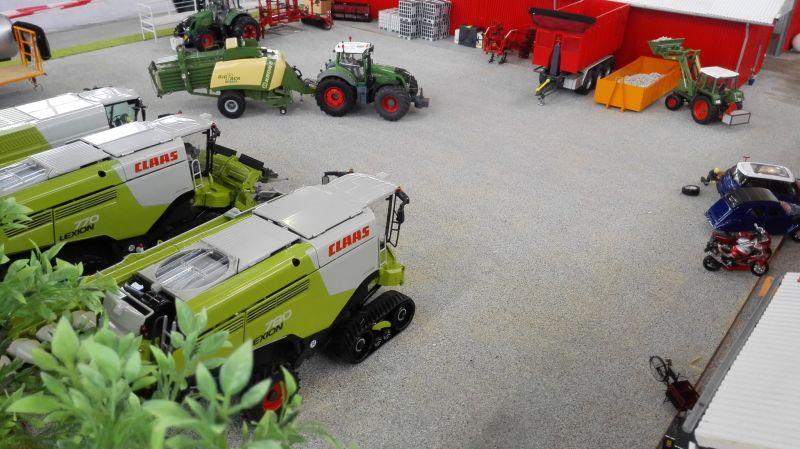 Traktorado 2014 in Husum - Claas Mähdrescher auf dem Hof
