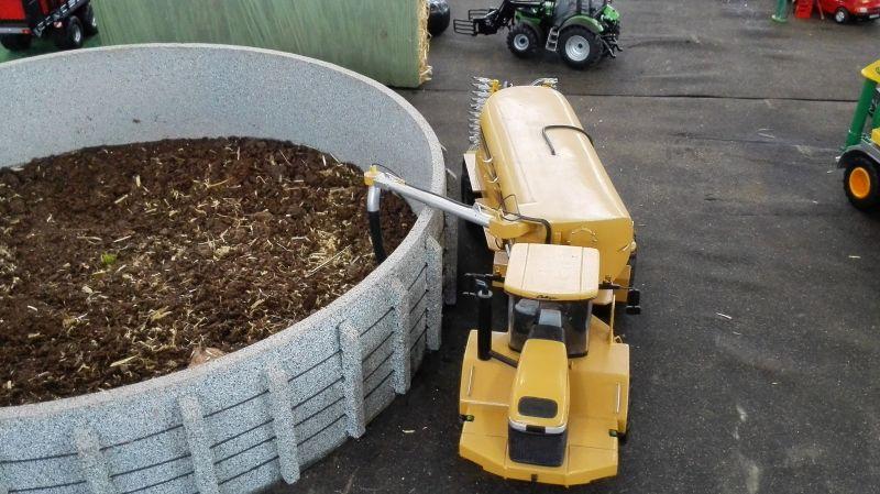 Traktorado 2014 in Husum - Fasswagen beim entleeren