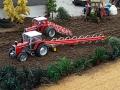 Traktorado 2015 - Massey Ferguson beim Pflügen