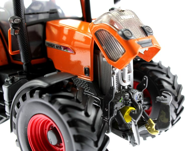 Universal Hobbies 2765 - Fendt 415 Vario Kommunal Motor rechs