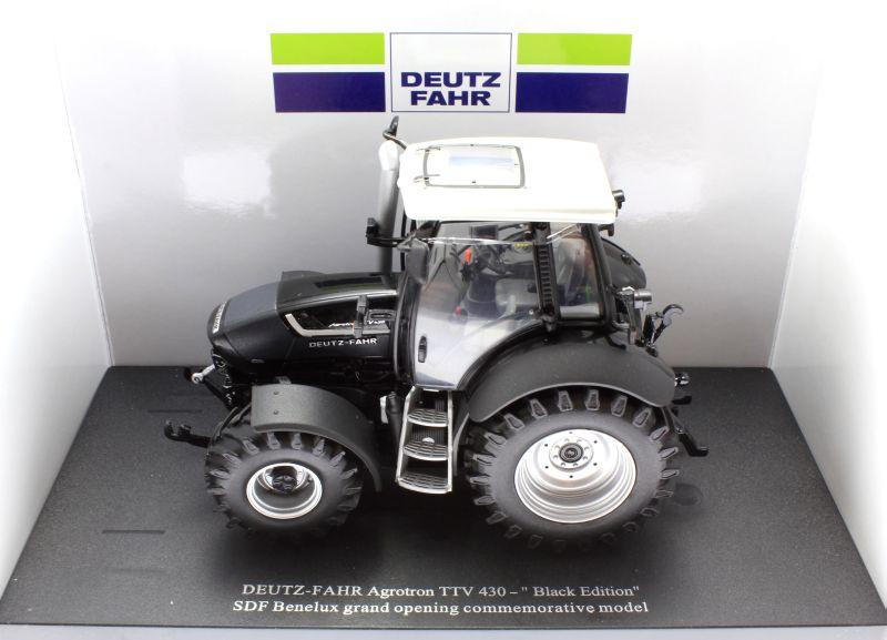 Universal Hobbies 4256 - Deutz-Fahr Agrotron TTV 430 Black Edition Diorama