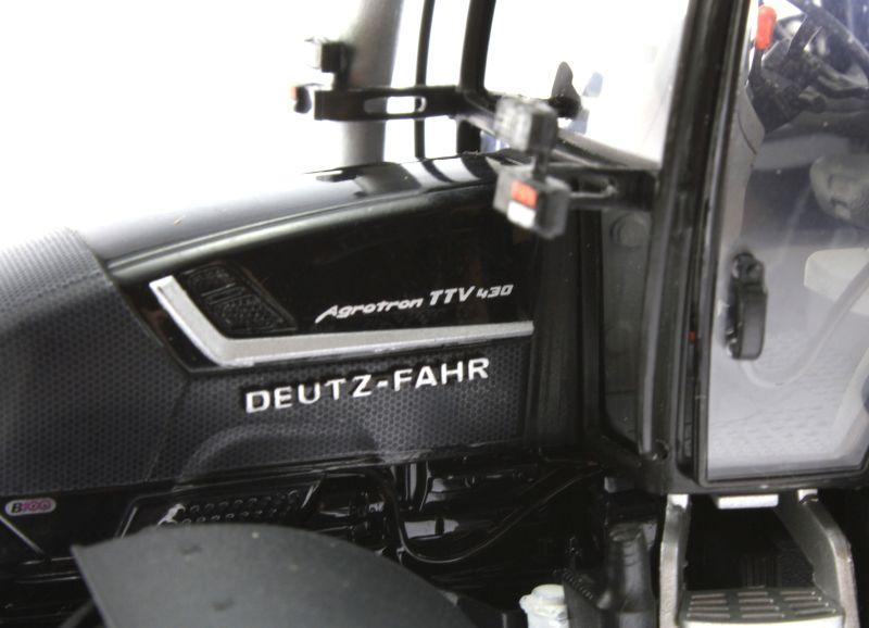 Universal Hobbies 4256 - Deutz-Fahr Agrotron TTV 430 Black Edition Logo