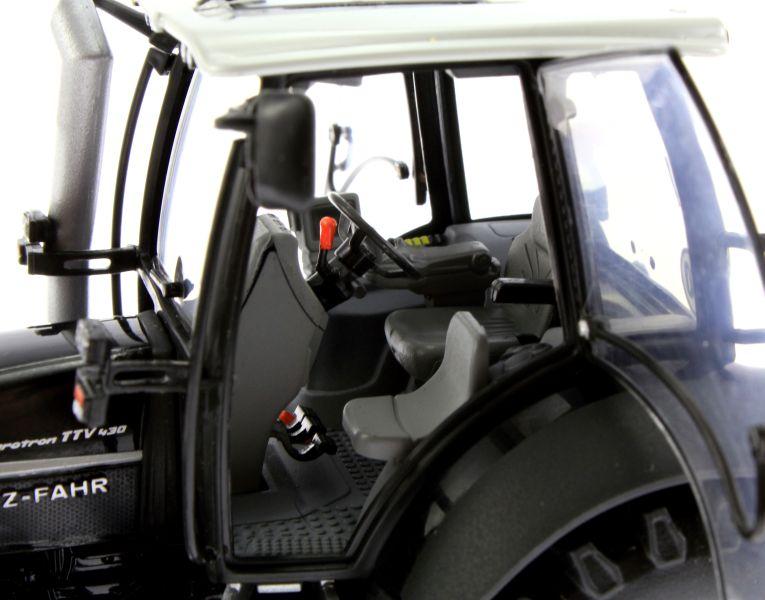 Universal Hobbies 4256 - Deutz-Fahr Agrotron TTV 430 Black Edition Sitz links