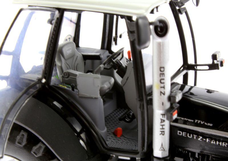 Universal Hobbies 4256 - Deutz-Fahr Agrotron TTV 430 Black Edition Sitz rechts