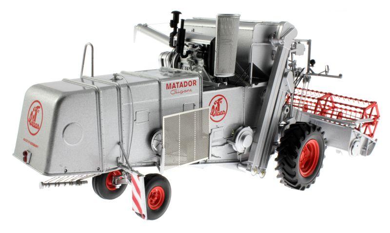 Universal Hobbies 2615 - Claas Matador Gigant Mähdrescher hinten rechts
