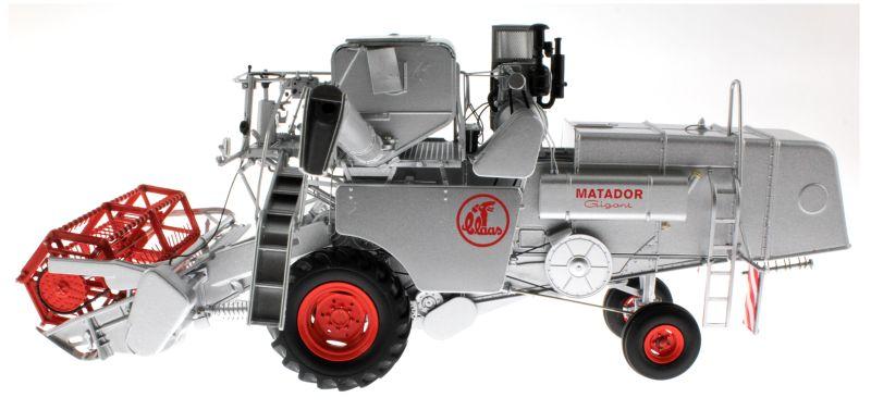 Universal Hobbies 2615 - Claas Matador Gigant Mähdrescher links
