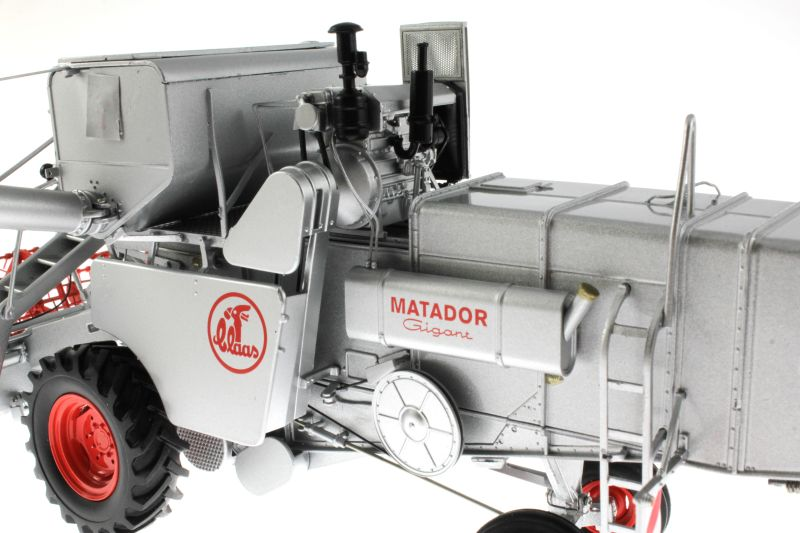 Universal Hobbies 2615 - Claas Matador Gigant Mähdrescher Motor
