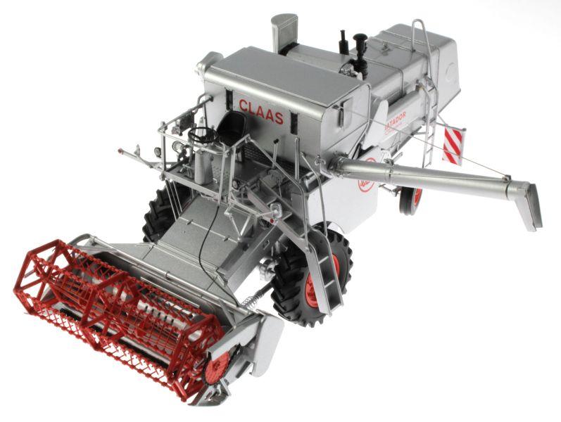 Universal Hobbies 2615 - Claas Matador Gigant Mähdrescher oben vorne links