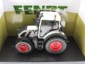 Universal Hobbies 4937 - Fendt 514 Vario White Edition Diorama