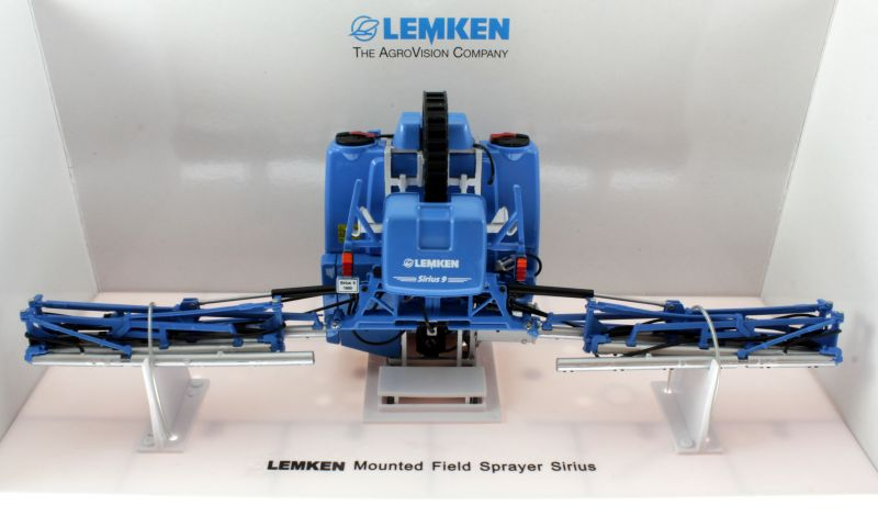 Universal Hobbies 5014 - Lemken Mounted Field Sprayer Sirius 9 Diorama