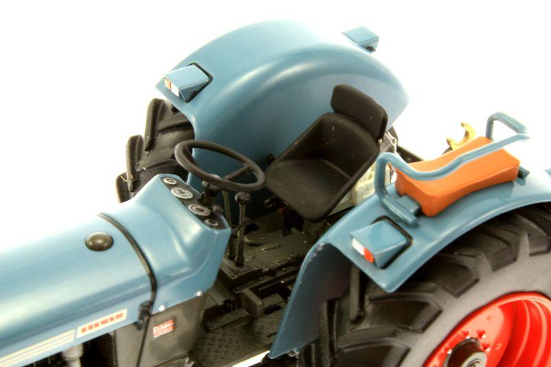 weise-toys 1049 – Eicher Wotan 3018 Fahrersitz