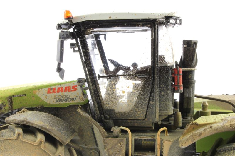 Wiking 7308 – Claas Xerion 5000 Trac VC verschmutzt Kabine links