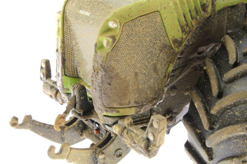 Wiking 7308 – Claas Xerion 5000 Trac VC verschmutzt vorne links nah