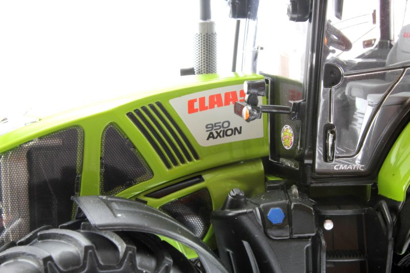 Wiking 7314 - Claas Axion 950 Motor links nah