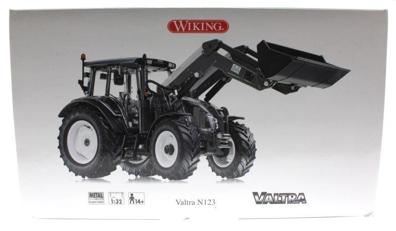 Wiking 7327 - Valtra N123 Karton vorne