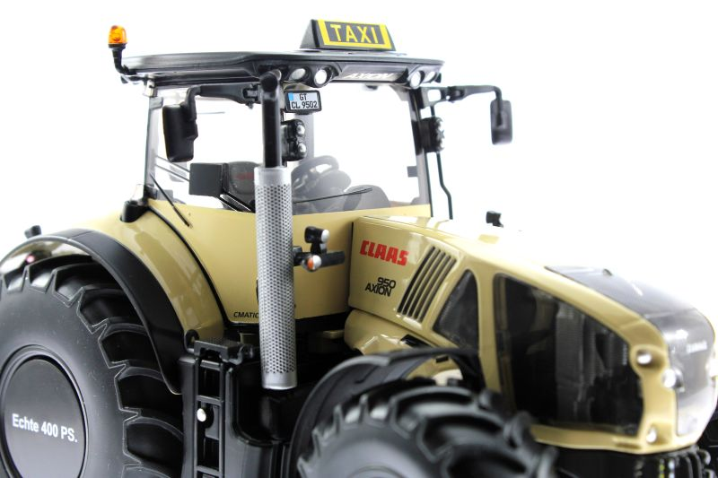 Wiking 77314 - Claas Axion 950 - Taxi-Version vorne rechts nah