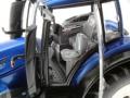 Wiking 7814 - Valtra-T214 Fahrersitz