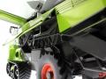 Wiking 7824 - Claas Lexion 760TT Mähdrescher mit V1200 Getreidevorsatz Motor links