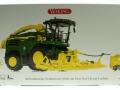Wiking 7832 - Selbsfahrender Feldhäcksler John Deere 8500i mit Gras Pickup Karton