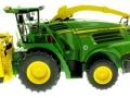 Wiking 7832 - Selbsfahrender Feldhäcksler John Deere 8500i mit Gras Pickup links