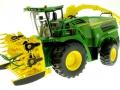 Wiking 7832 - Selbsfahrender Feldhäcksler John Deere 8500i mit Maisaufsatz vorne Links